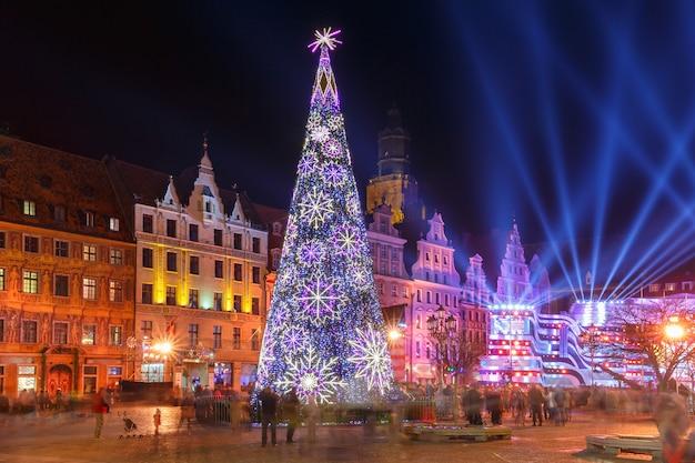 Spettacolo di luce laser sulla piazza del mercato, wroclaw, polonia