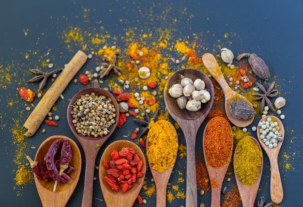 Spezie ed erbe aromatiche per cucinare