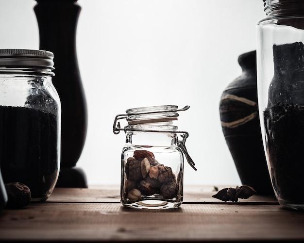 Spezie in barattolo di vetro