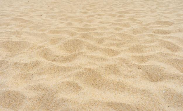 Spiaggia bella trama di sabbia sotto il sole estivo