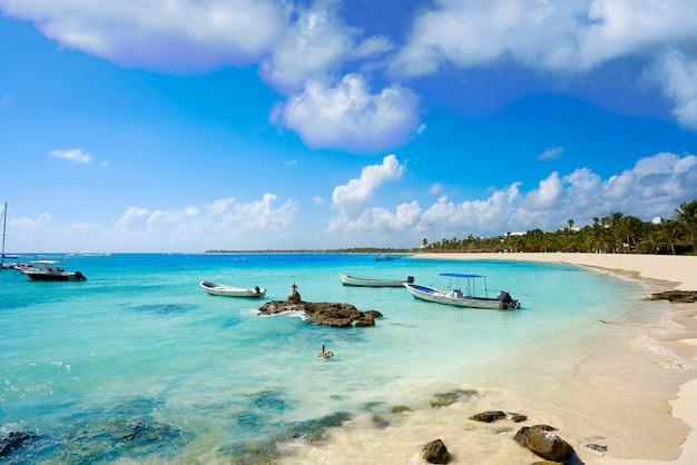 Spiaggia caraibica di akumal in riviera maya