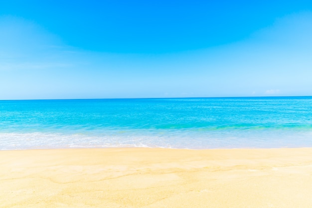 Spiaggia con sabbia liscia e senza pietre