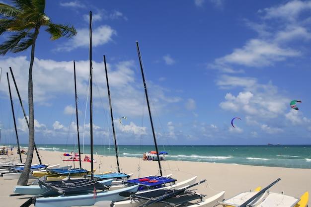 Spiaggia del catamarano florida del fort lauderdale