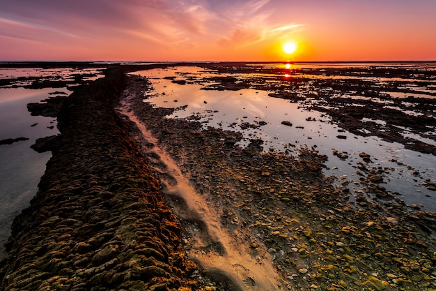 Spiaggia delle corrales, penne di pesce, di rota, cadice, spagna