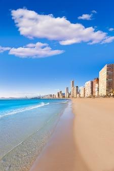 Spiaggia di alicante di benidorm in spagna mediterranea