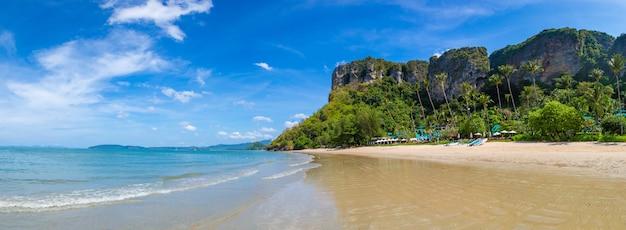 Spiaggia di ao nang, krabi, tailandia
