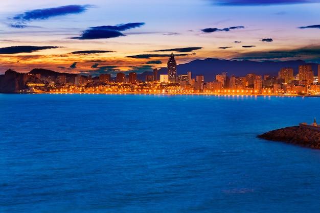 Spiaggia di benidorm alicante tramonto playa de poniente in spagna