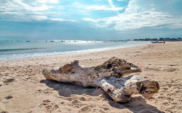 Spiaggia di jimbaran a bali, indonesia