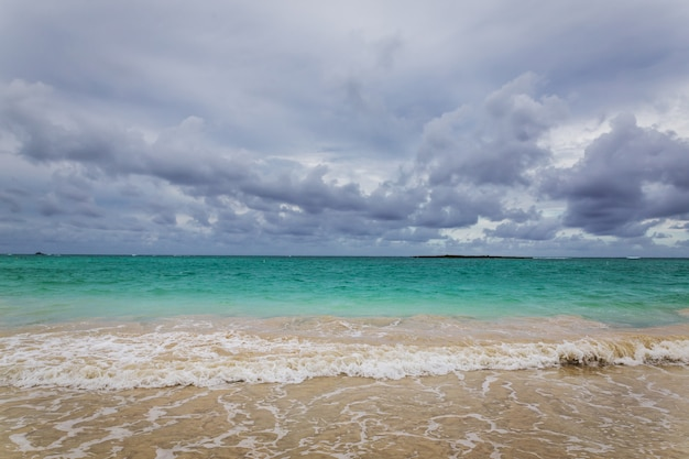 Spiaggia di kailua con bellissima acqua turchese sull'isola di oahu, hawaii