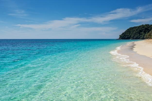 Spiaggia di sabbia bianca dell'isola di isola di koh