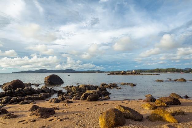 Spiaggia di sabbia tropicale