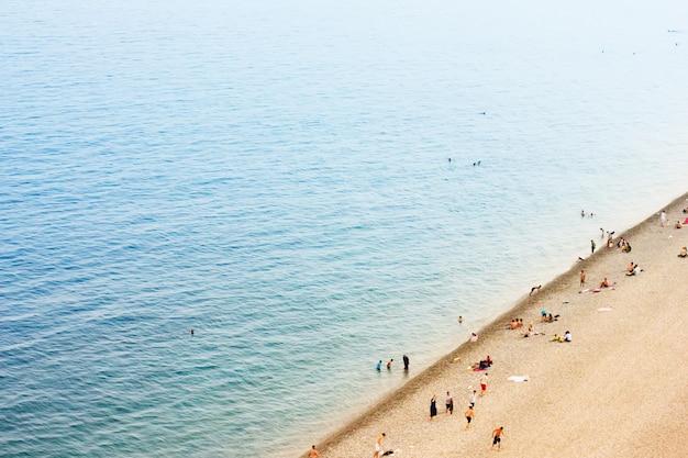 Spiaggia in una giornata calda