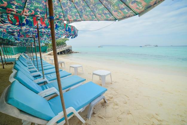 Spiaggia tropicale dell'isola di larus di koh nella città tailandia di pattaya