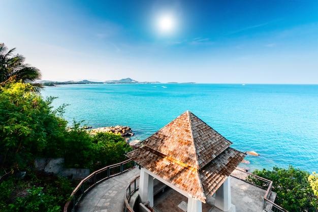 Spiaggia tropicale e cottage