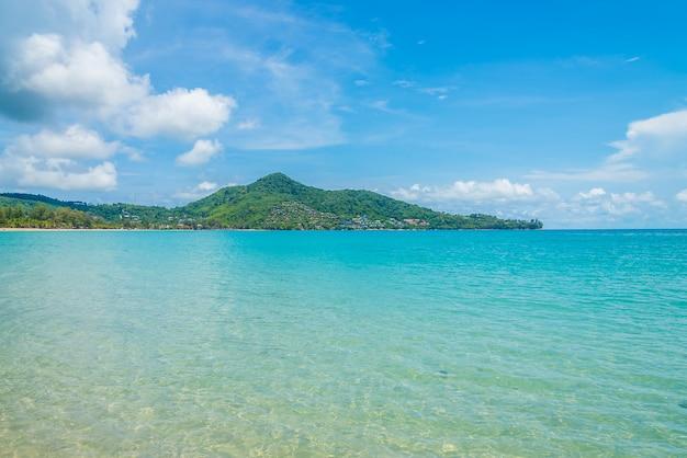 Spiaggia tropicale e mare
