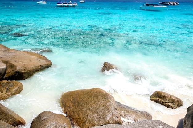 Spiaggia tropicale, isole similan, mare delle andamane, tailandia