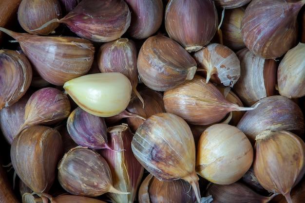 Spicchi d'aglio fresco