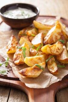 Spicchi di patate al forno con salsa allo yogurt