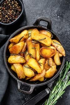 Spicchi di patate fritte, patate fritte in padella