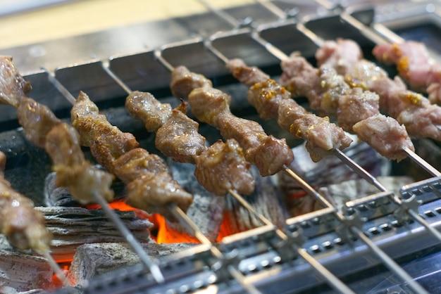 Spiedini barbecue alla griglia coreani