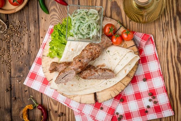 Spiedini di carne di manzo alla griglia