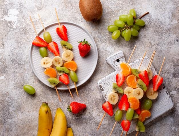 Spiedini di frutta, spuntino estivo sano