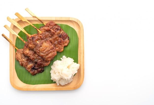 Spiedino di maiale alla griglia con riso bianco