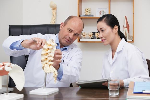 Spiegare il problema alla colonna vertebrale