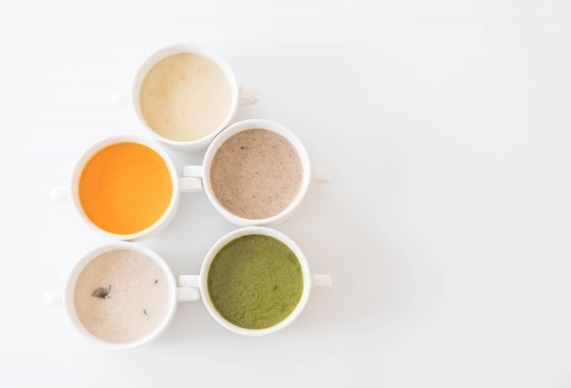 Spinaci, carote, funghi, zuppe di mais
