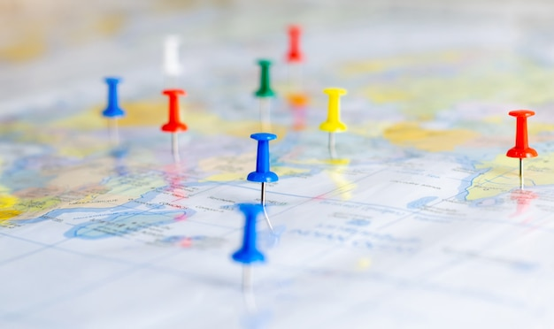 Spingere il perno sulla mappa del mondo