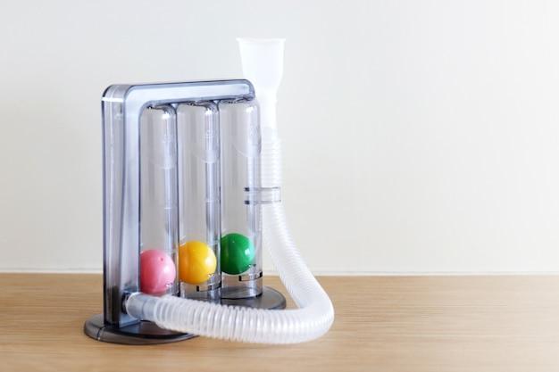 Spirometro a incentivo a treppiede per esercizio inalatorio