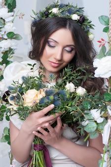 Splendida sposa con fiori