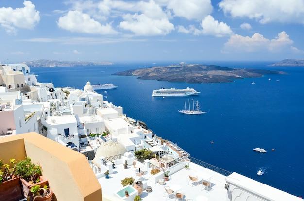 Splendida vista sul mare dalle montagne di santorini
