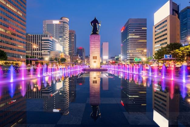 Splendidamente colorano la fontana della città di seoul, corea del sud.