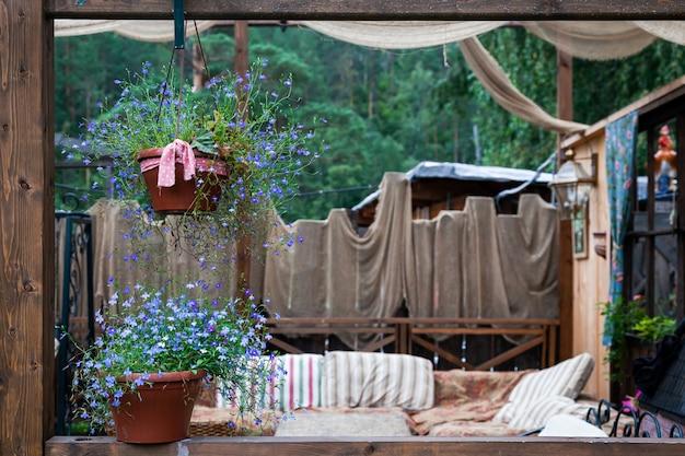 Splendido scenario della veranda rustica
