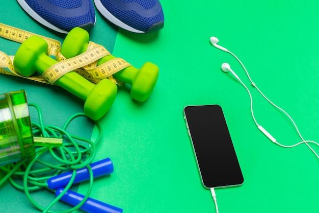 Sport concetti di fitness con attrezzature da palestra
