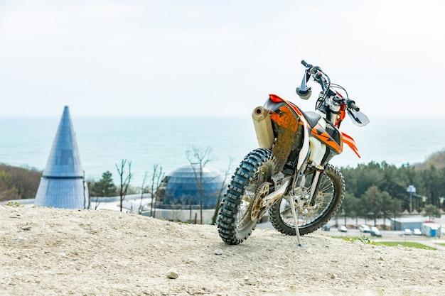 Sport moto parcheggio sulla strada