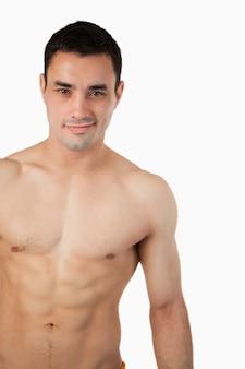 Sportivo giovane maschio in topless