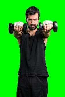 Sportman che fa il sollevamento pesi