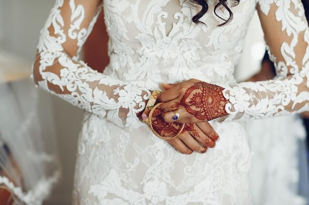 Sposa con mehendi
