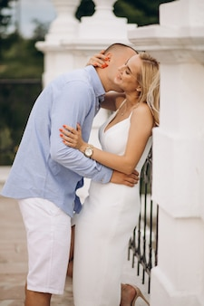 Sposa e sposo futuri delle giovani coppie