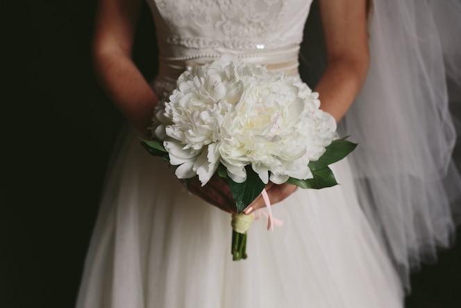 Sposa irriconoscibile con il mazzo