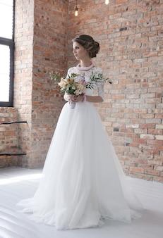 Sposa nel suo abito da sposa