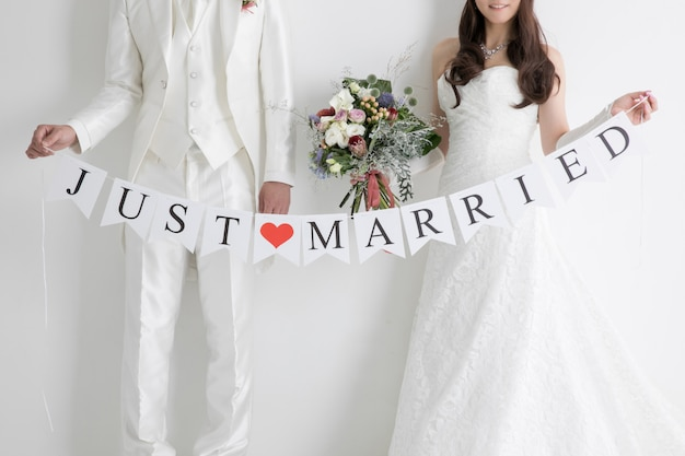 Sposi con messaggio di testo