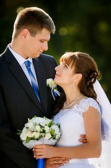 Sposi felici sul loro matrimonio