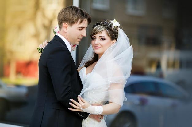 Sposo e sposa nel giorno delle nozze