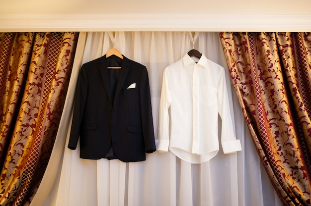 Sposo giacca e camicia