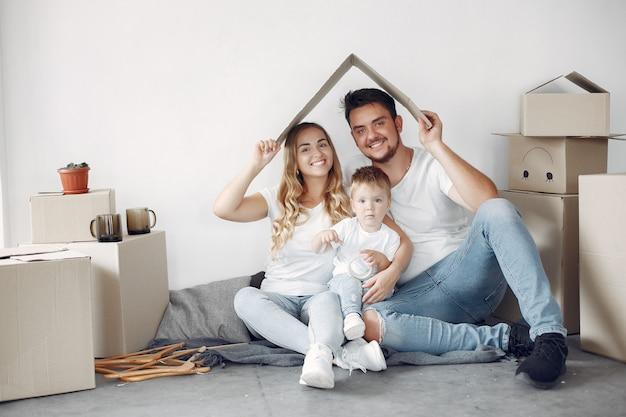 Spostamento della famiglia e utilizzo di scatole