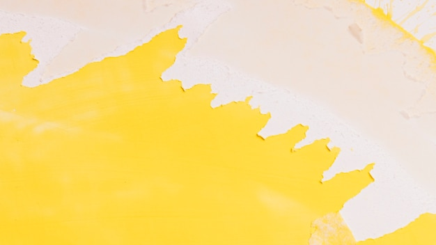 Spruzzata di vernice gialla creativa
