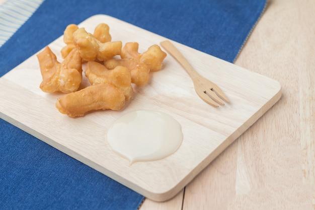 Spuntini tradizionali cinesi deep fried doughstick (pa tong go)